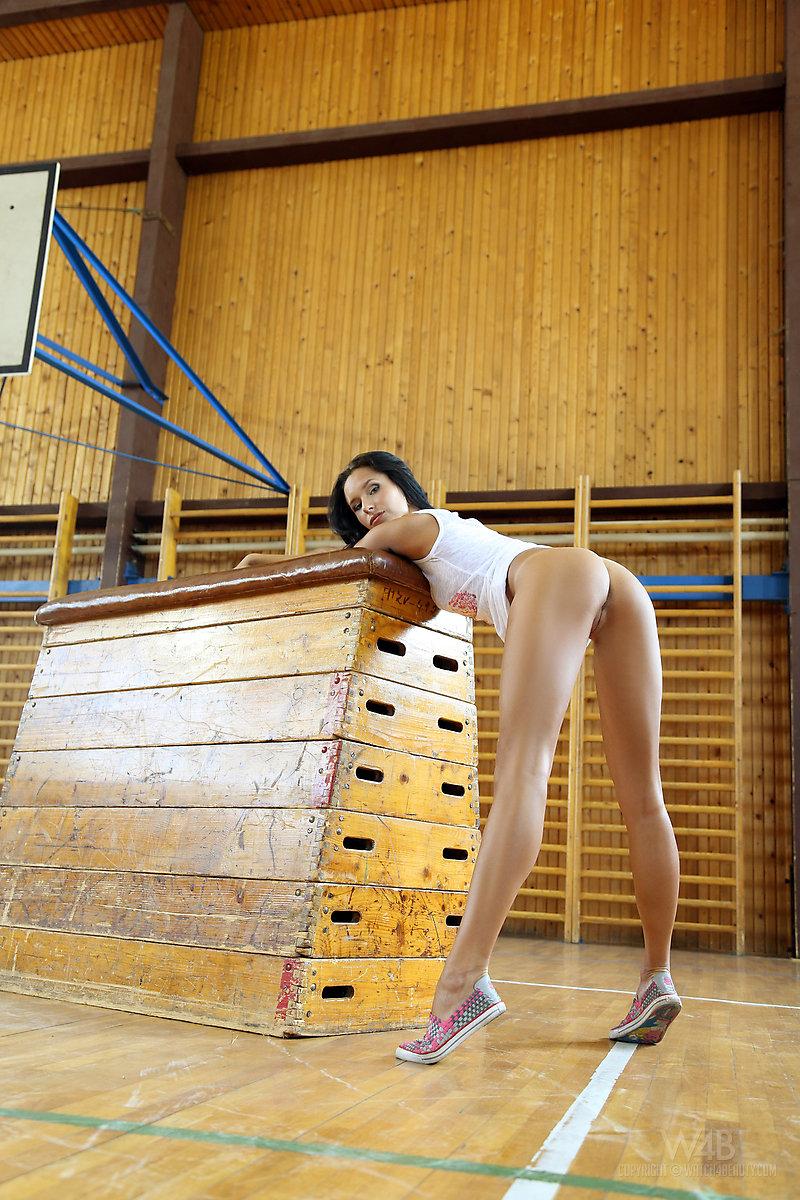 Zdjęcie porno - 137 - Długonoga uczennica