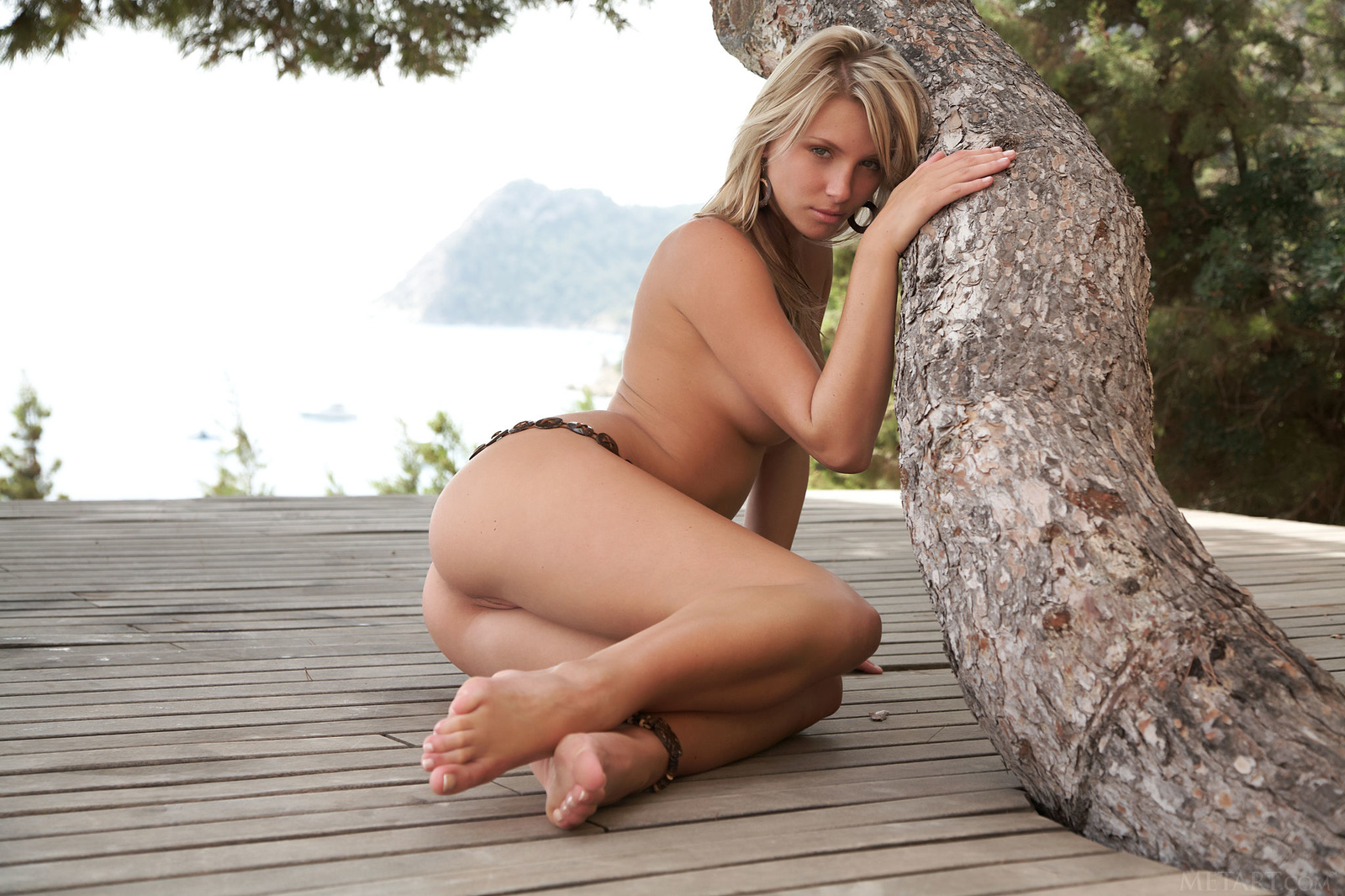 Zdjęcie porno - 0210 - Piękna przy drzewie
