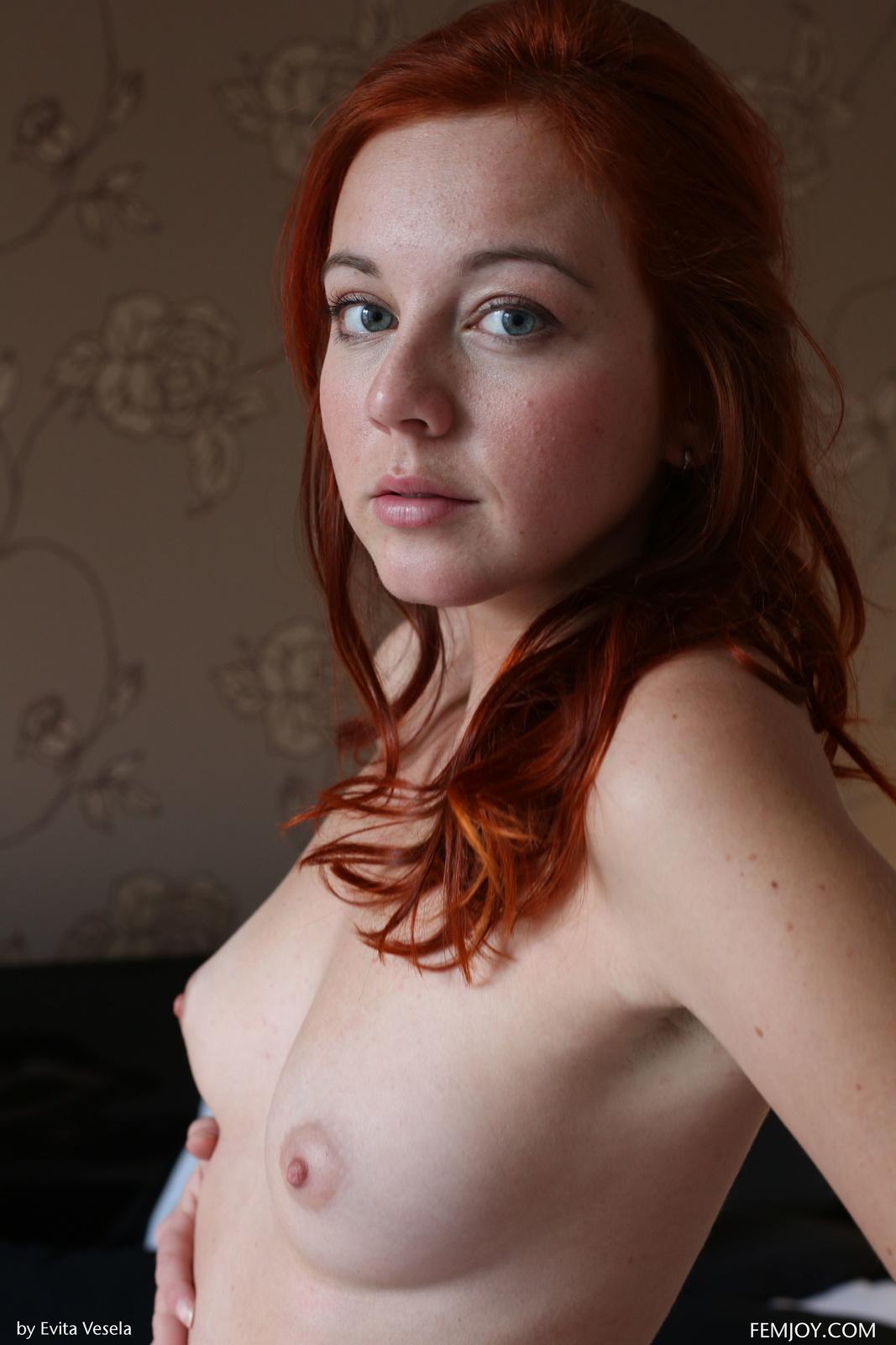 Zdjęcie porno - 066 - Ruda w bieli