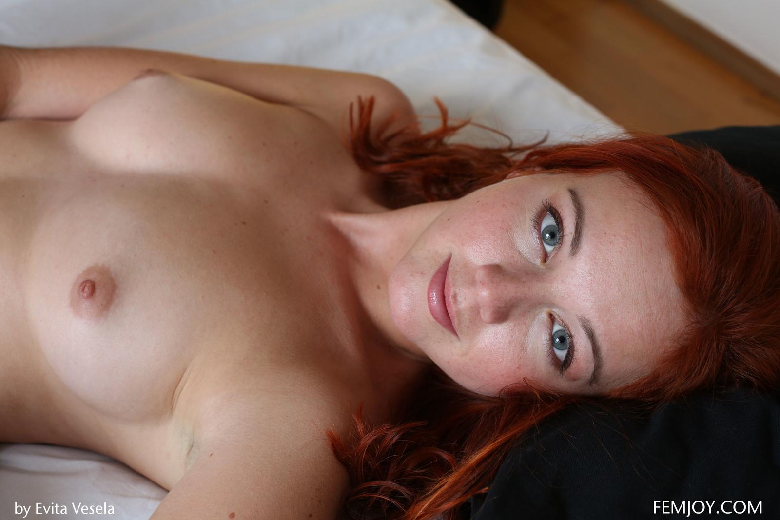 Zdjęcie porno - 118 - Ruda w bieli