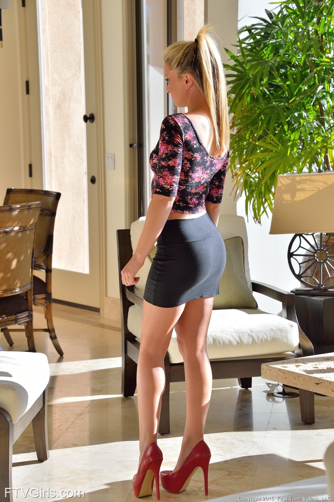 Zdjęcie porno - 01 1 - Nastolatka w salonie