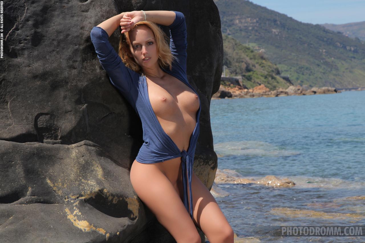 Zdjęcie porno - 03 1 - Suczka ma cudowne ciałko