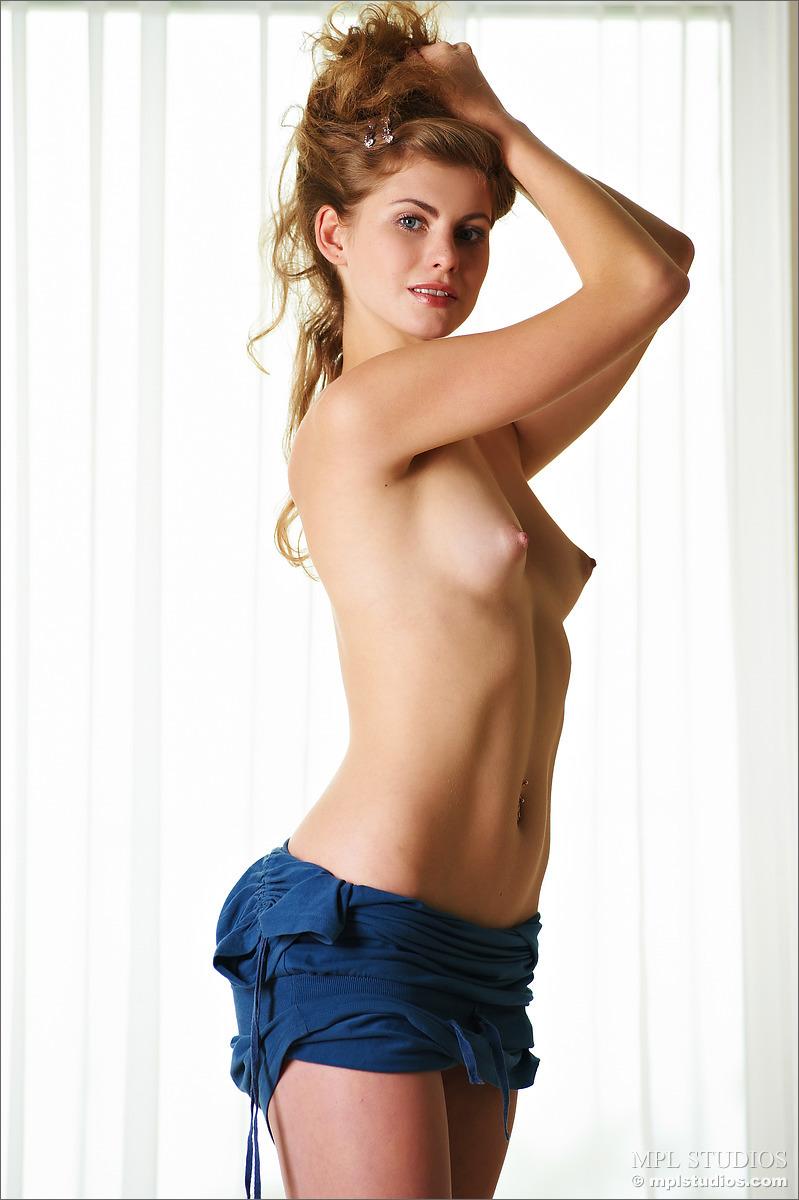 Zdjęcie porno - 04 - Super laska w niebieskiej koszulce
