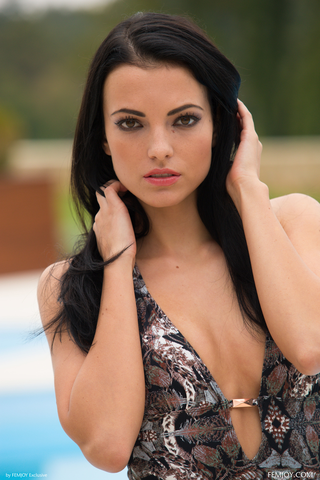 Zdjęcie porno - 046 - Dziewczyna przy basenie
