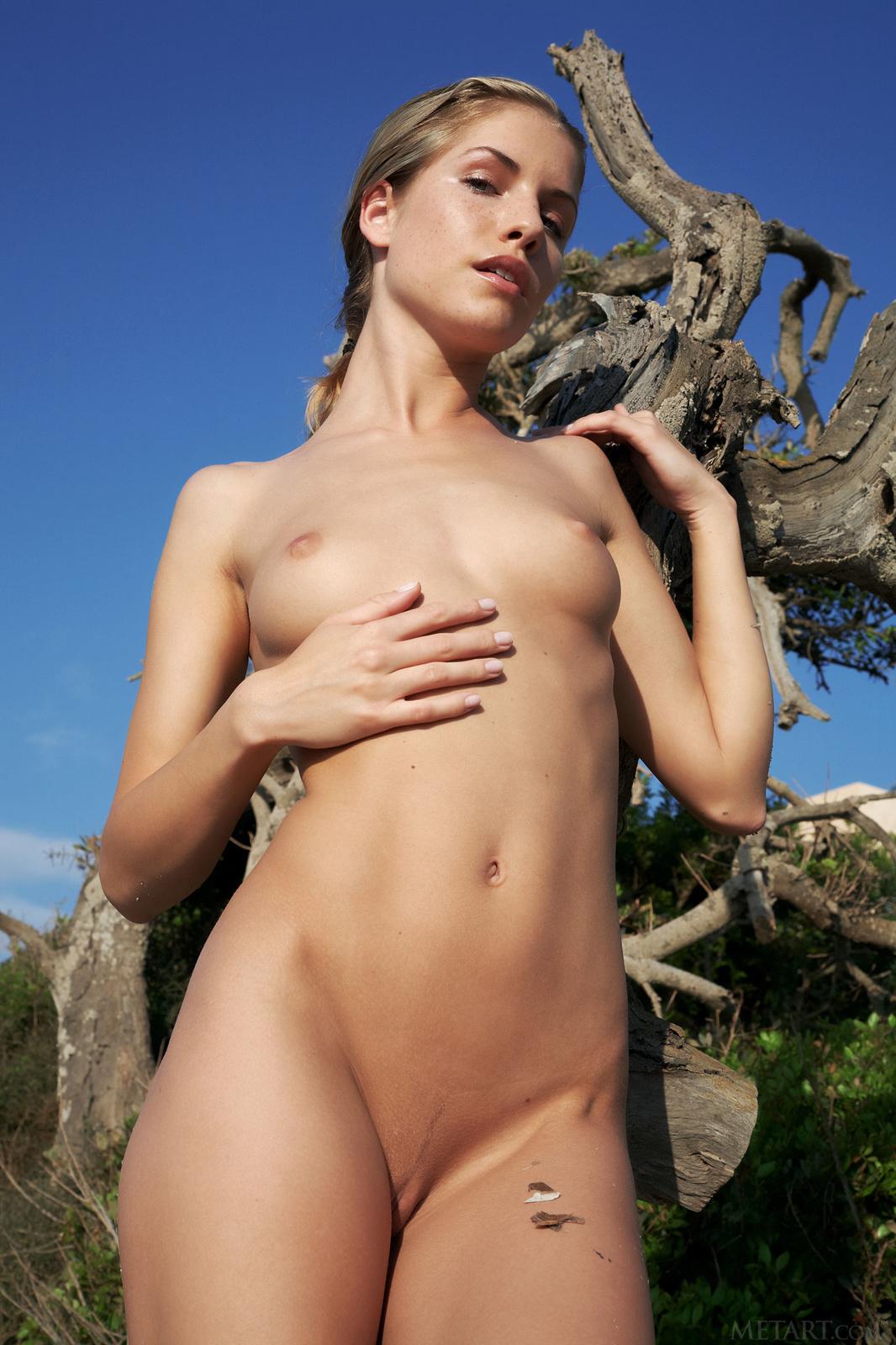 Zdjęcie porno - 0718 - Zgrabne pośladki i mały biust