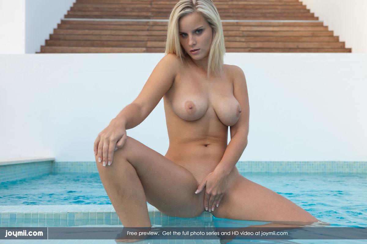 Zdjęcie porno - 0923 - Naturalna bogini przy basenie