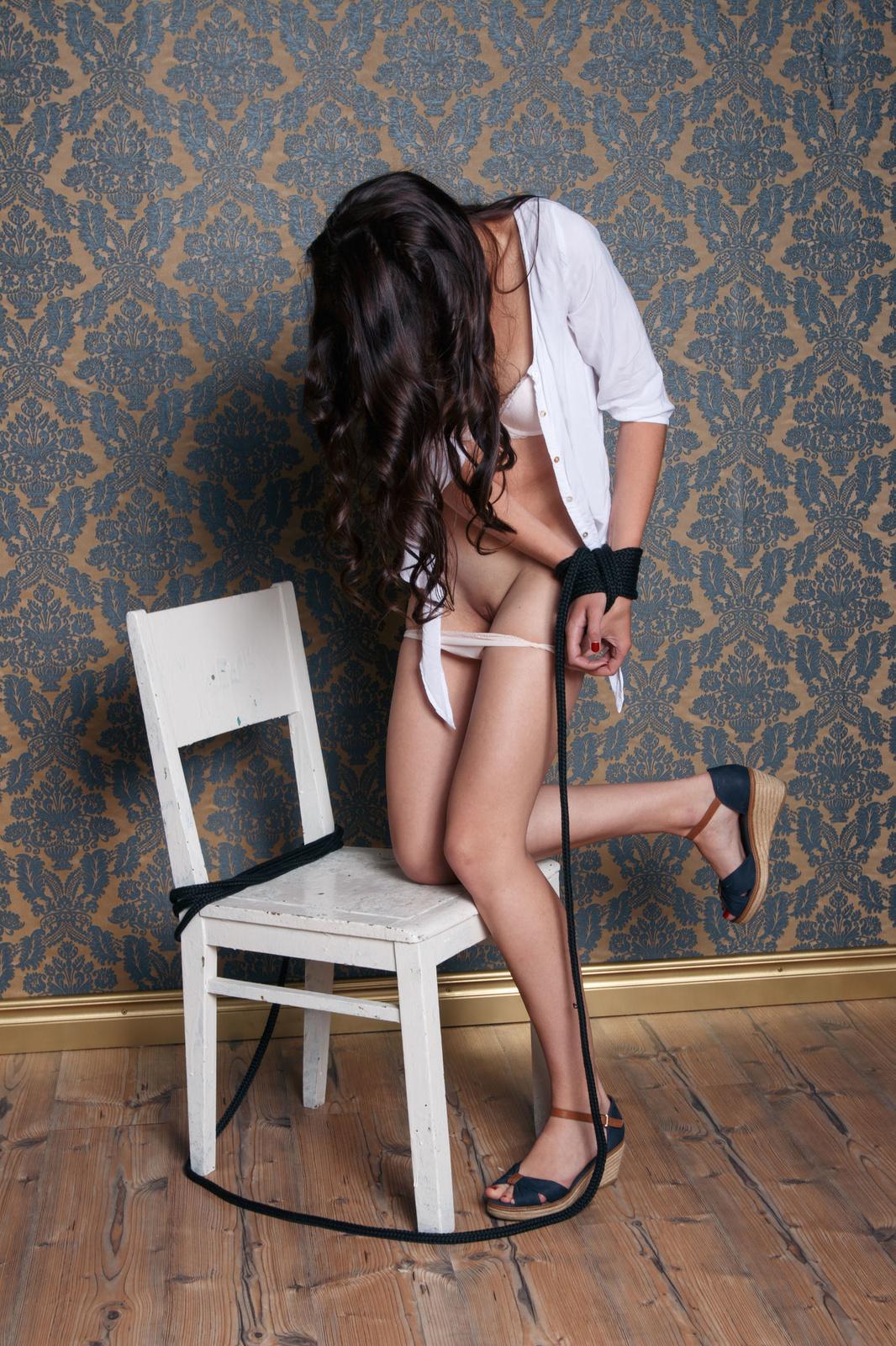 Zdjęcie porno - 101 - Brunetka w białej bieliźnie