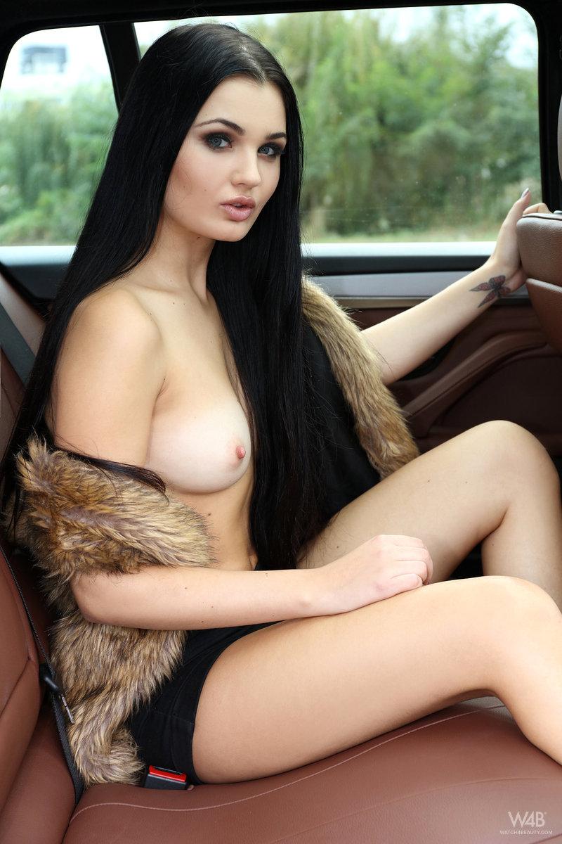 Zdjęcie porno - 03 12 - Seksowna niunia w samochodzie