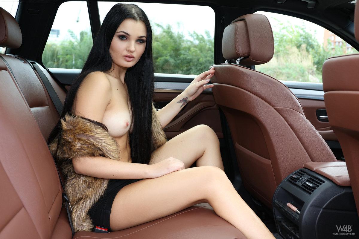 Zdjęcie porno - 049 - Seksowna niunia w samochodzie
