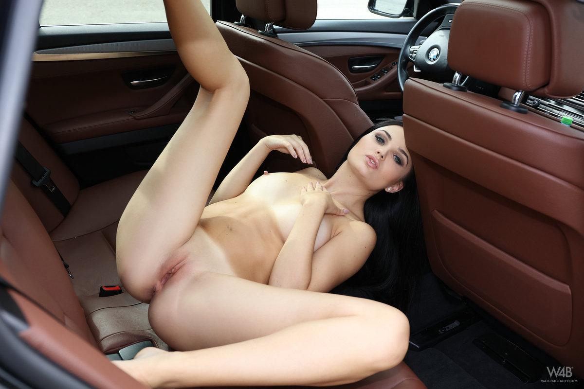 Zdjęcie porno - 1017 - Seksowna niunia w samochodzie