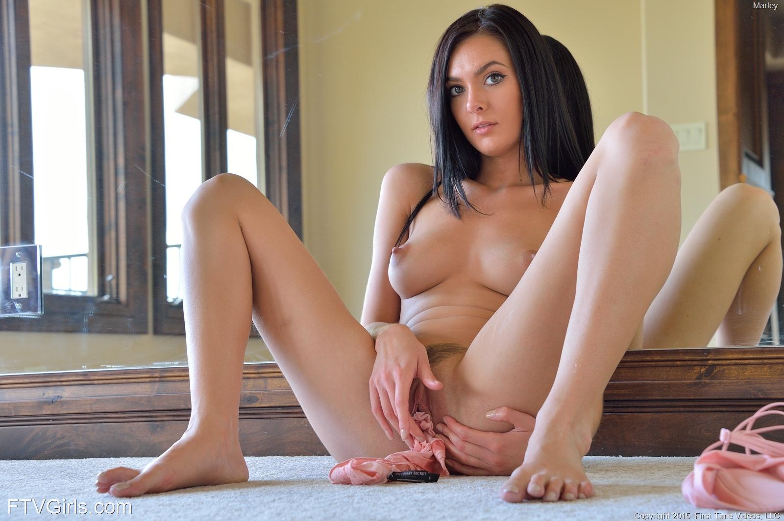 Zdjęcie porno - 104 - Zgrabna dupka i analna masturbacja