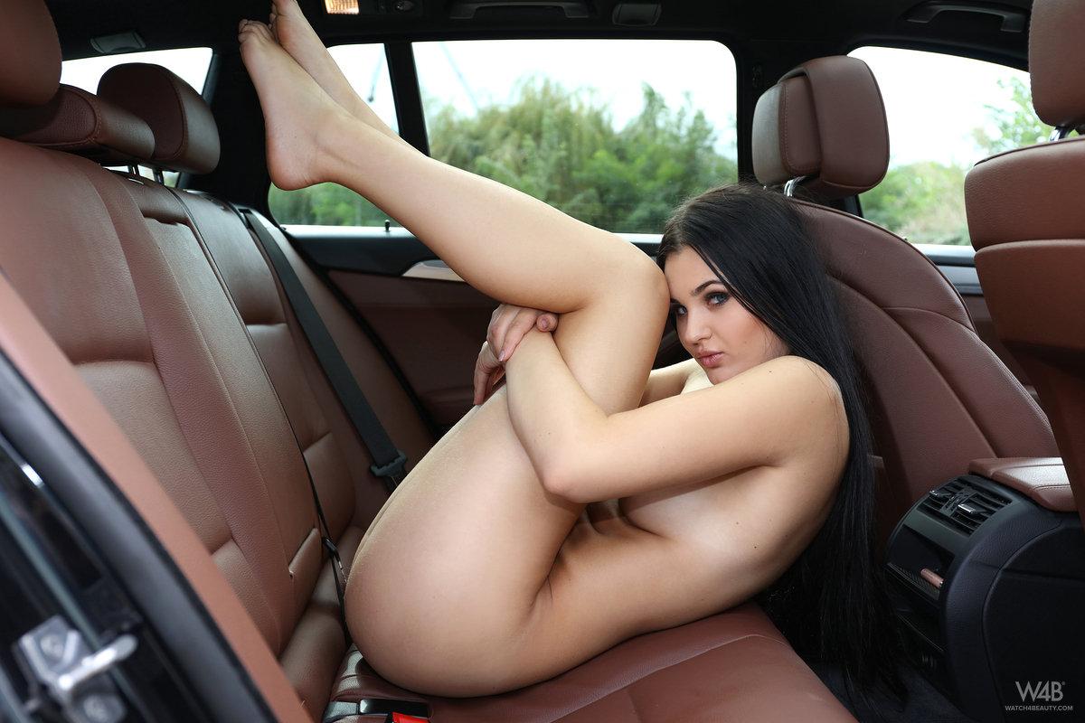 Zdjęcie porno - 1116 - Seksowna niunia w samochodzie