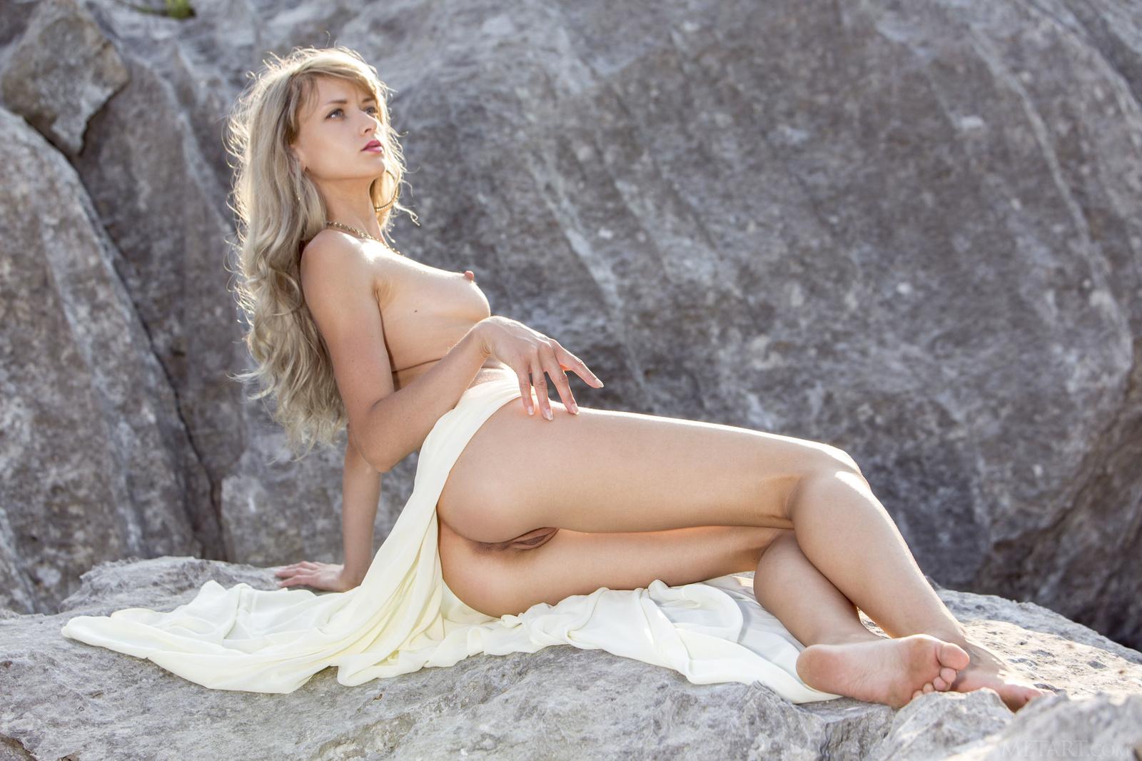 Zdjęcie porno - 05 - Suczka na skale