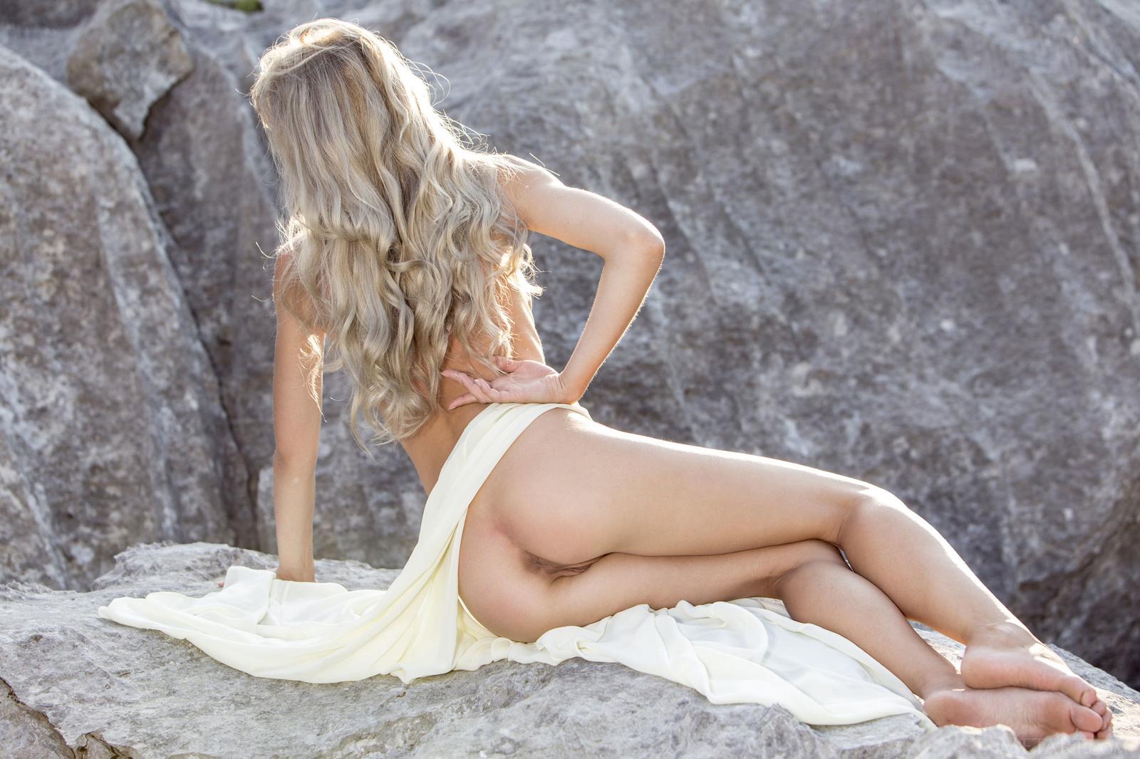 Zdjęcie porno - 07 - Suczka na skale