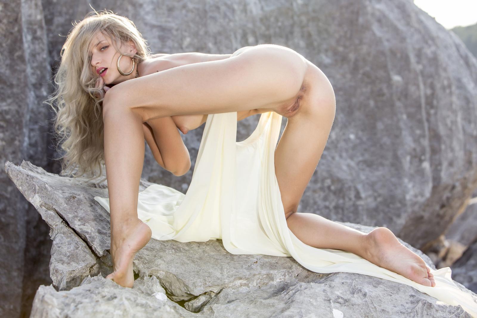 Zdjęcie porno - 09 - Suczka na skale