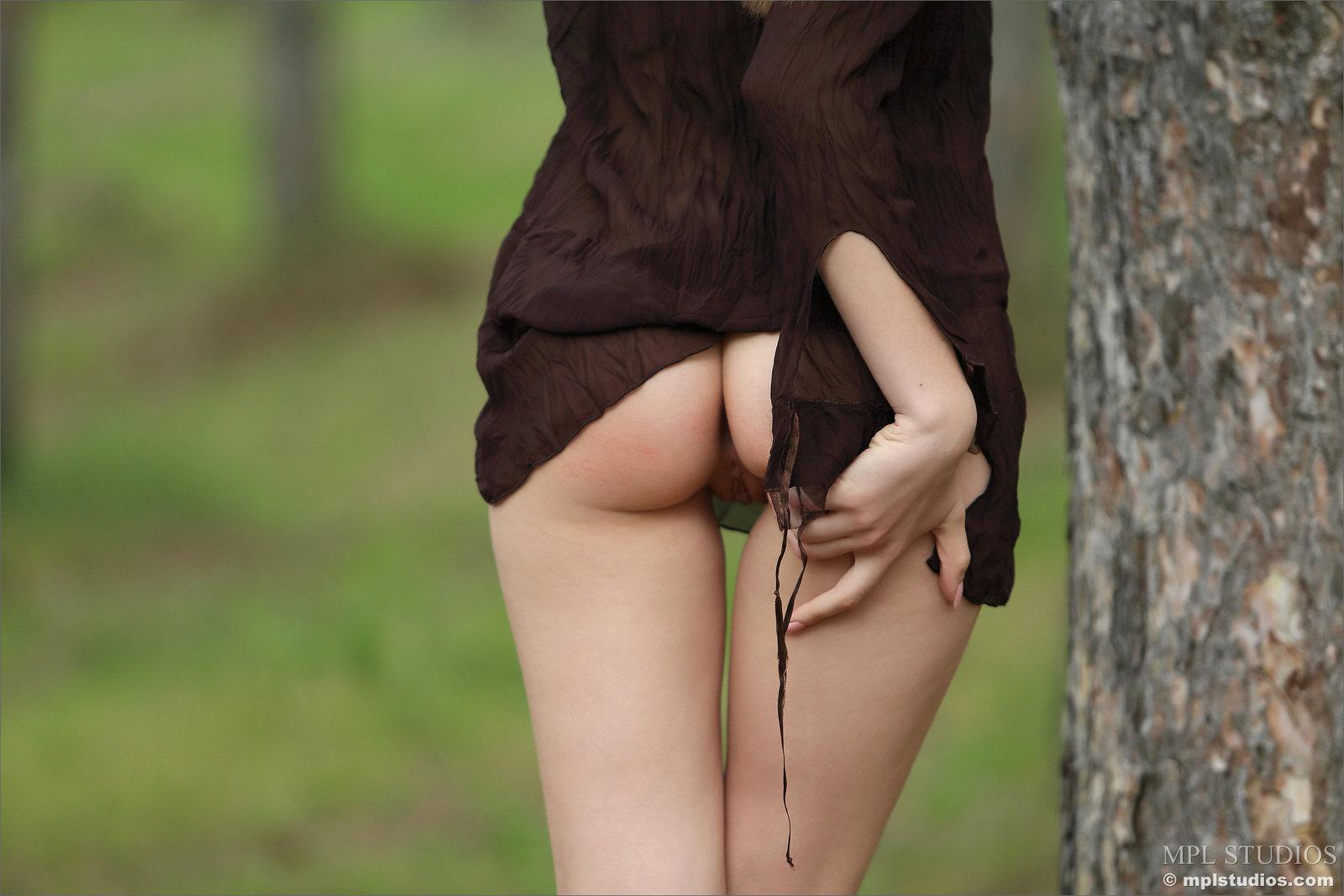 Zdjęcie porno - 0914 - Przystrzyżona szparka w lesie