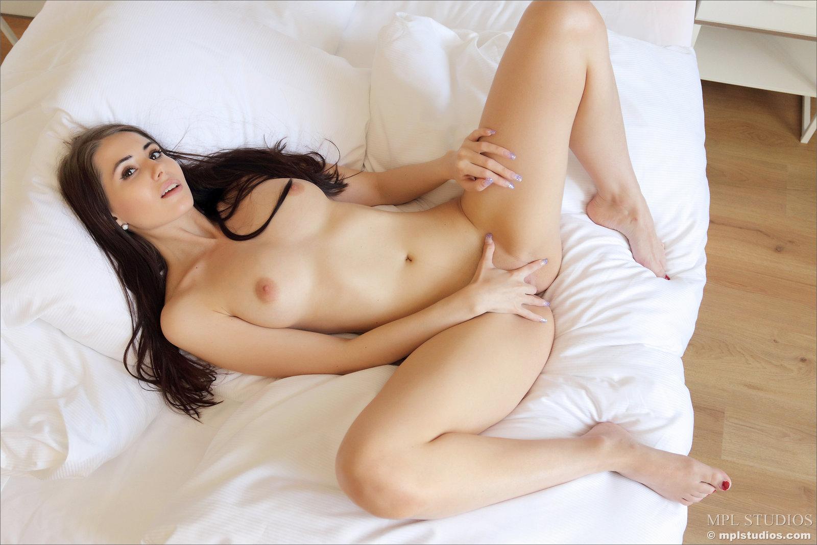 Zdjęcie porno - 1412 - Laska liże swe paluszki