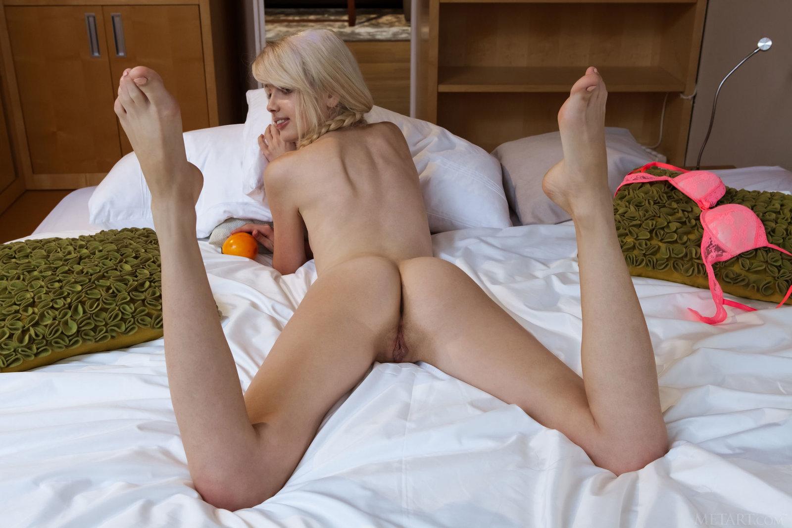 Zdjęcie porno - 154 - Laska zdejmuje białe majteczki
