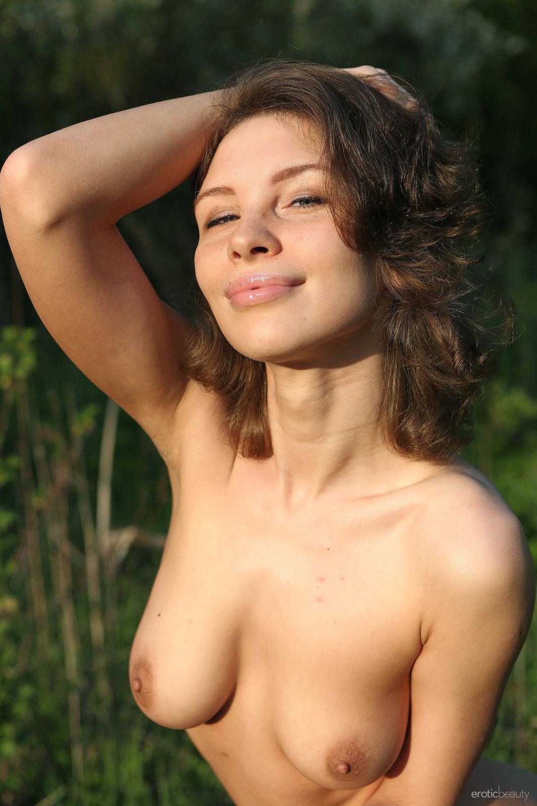 Zdjęcie porno - 111 - Naturalnie cycata nastolatka