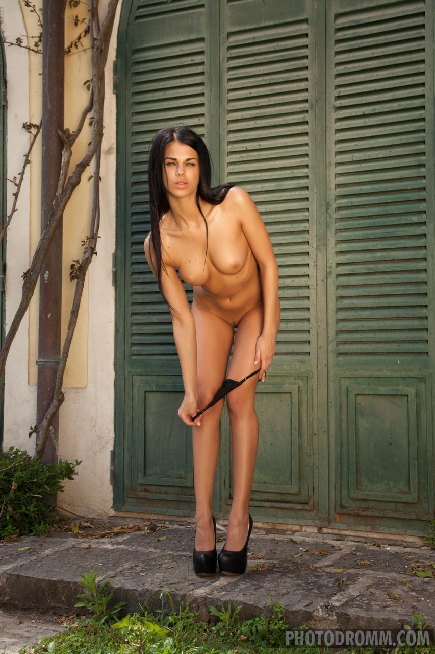 Zdjęcie porno - 0417 - Lala w czarnych stringach