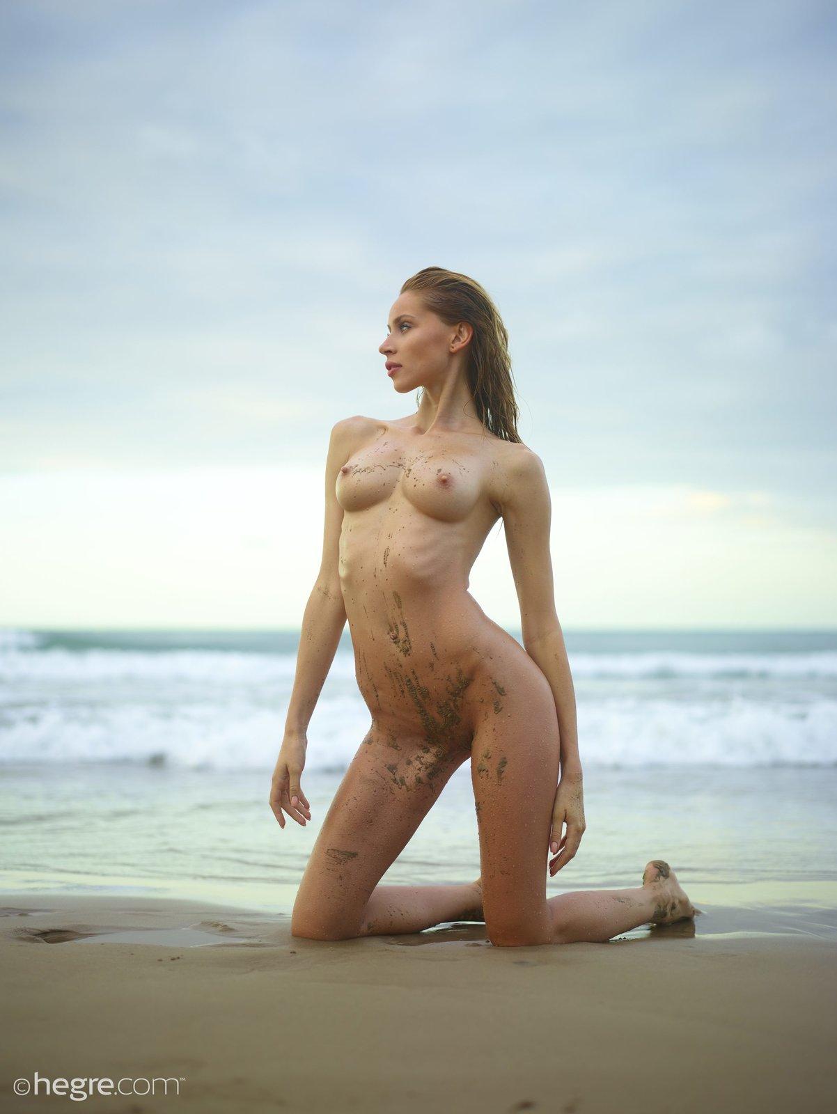 Zdjęcie porno - 059 - Nagi trening na plaży
