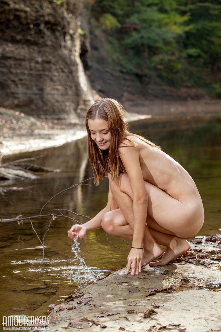 Zdjęcie porno - 0711 - Chuda brunetka na wakacjach