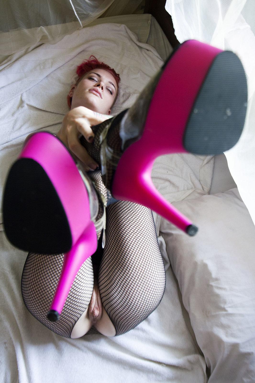 Zdjęcie porno - 0930 - Różowe obcasy