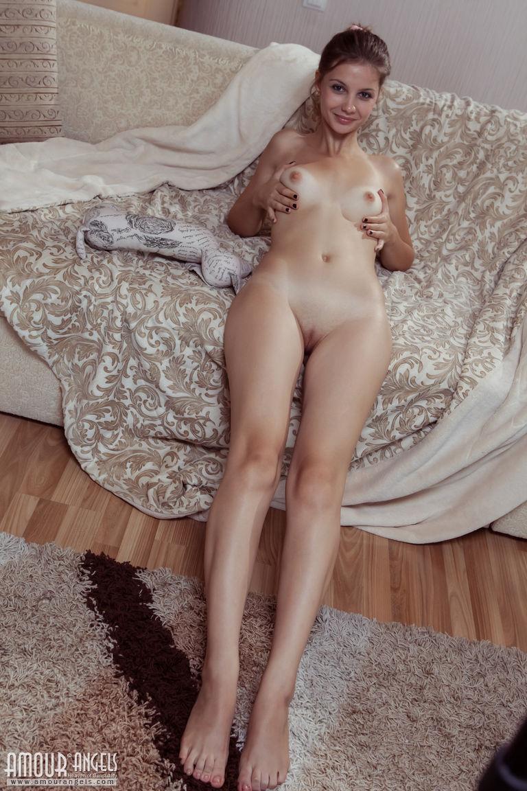 Zdjęcie porno - 071 - Pieści się po małym biuście