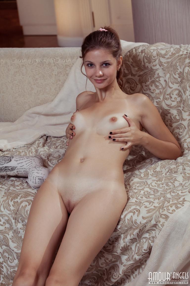 Zdjęcie porno - 091 - Pieści się po małym biuście