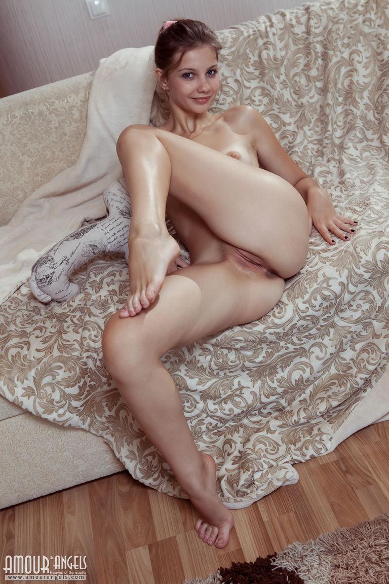 Zdjęcie porno - 101 - Pieści się po małym biuście