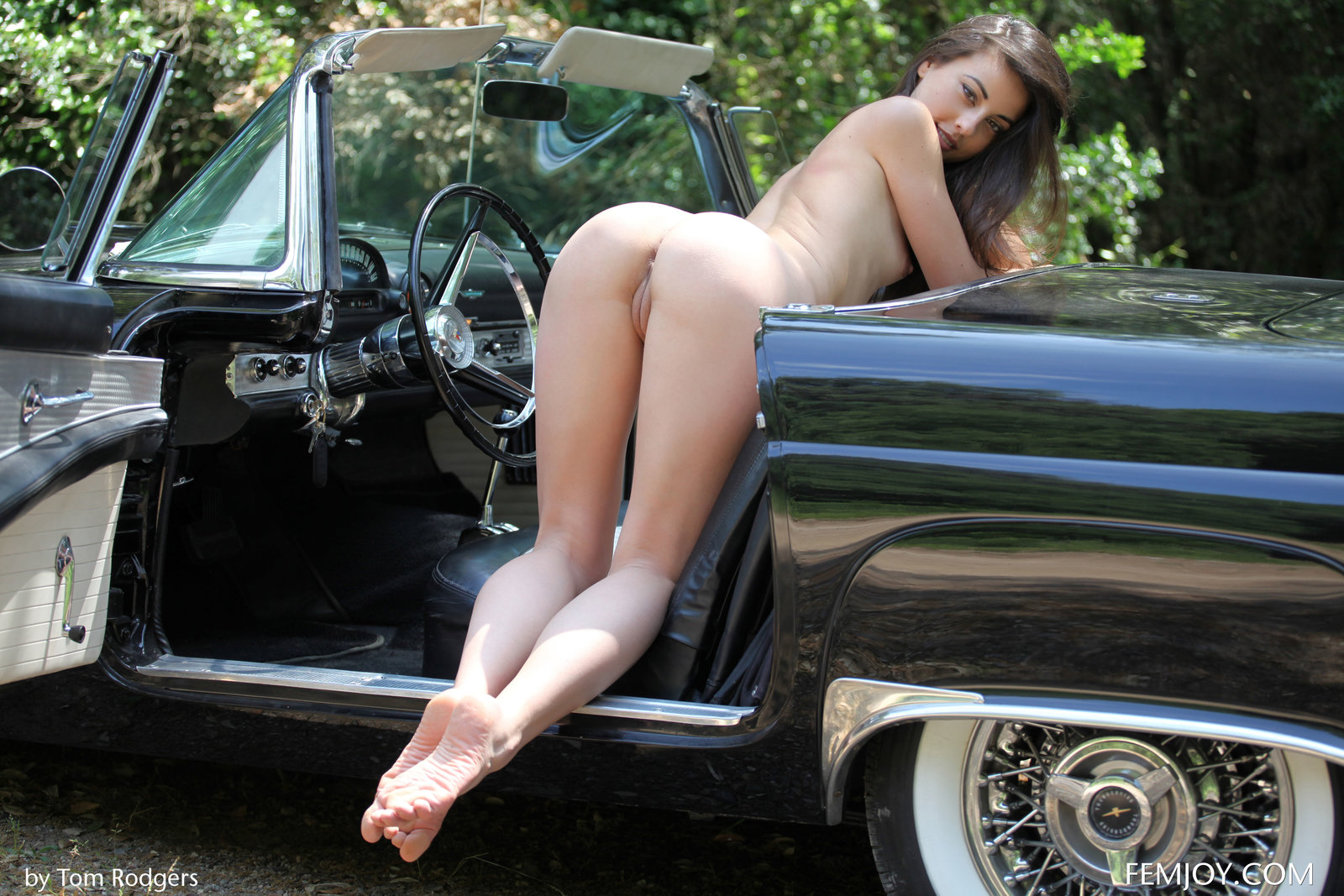 Zdjęcie porno - 1025 - Wypina swą dupcię przy furze