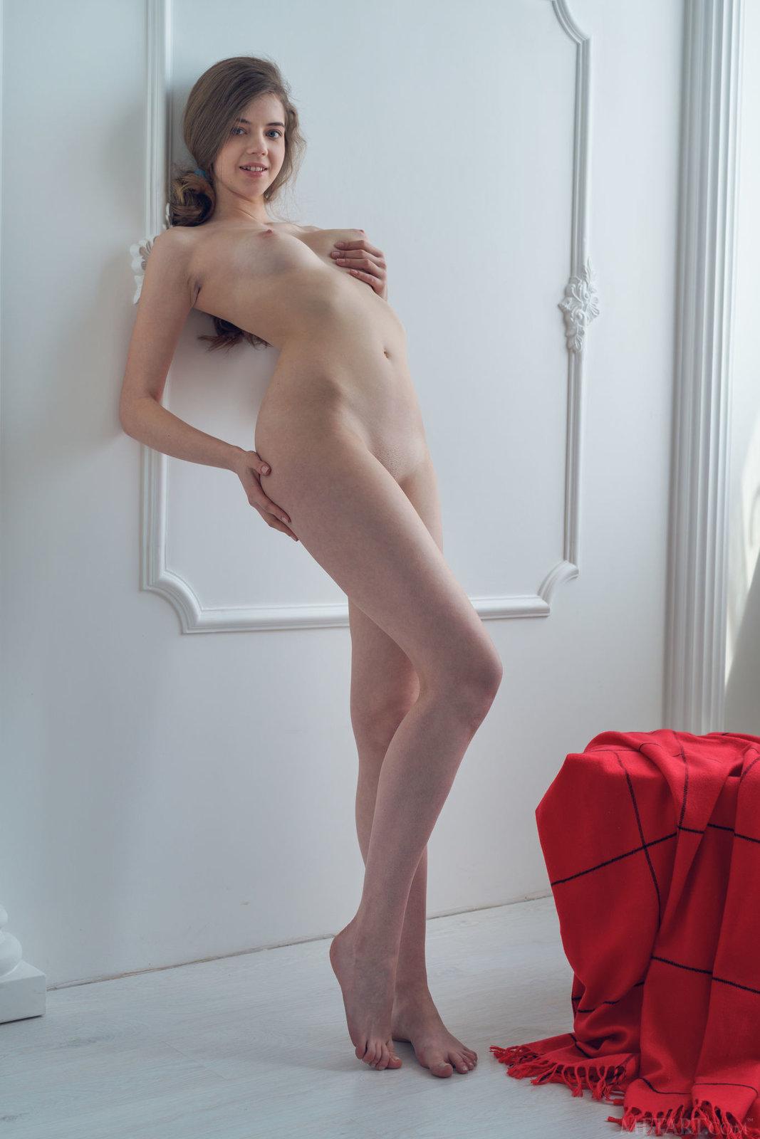 Zdjęcie porno - 152 - Niunia w czerwonych majteczkach