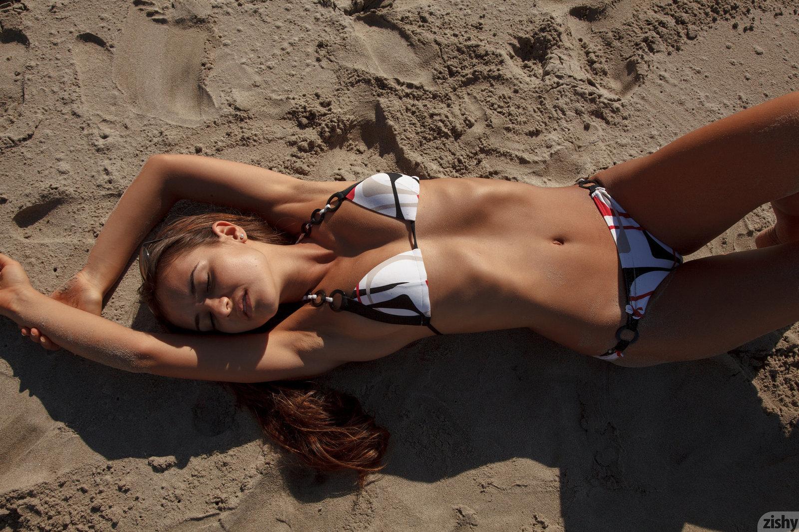 Zdjęcie porno - 10 - Szpagat na piasku