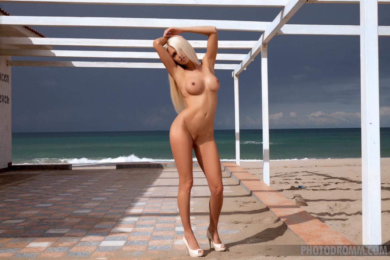 Zdjęcie porno - 1026 - Striptiz na plaży