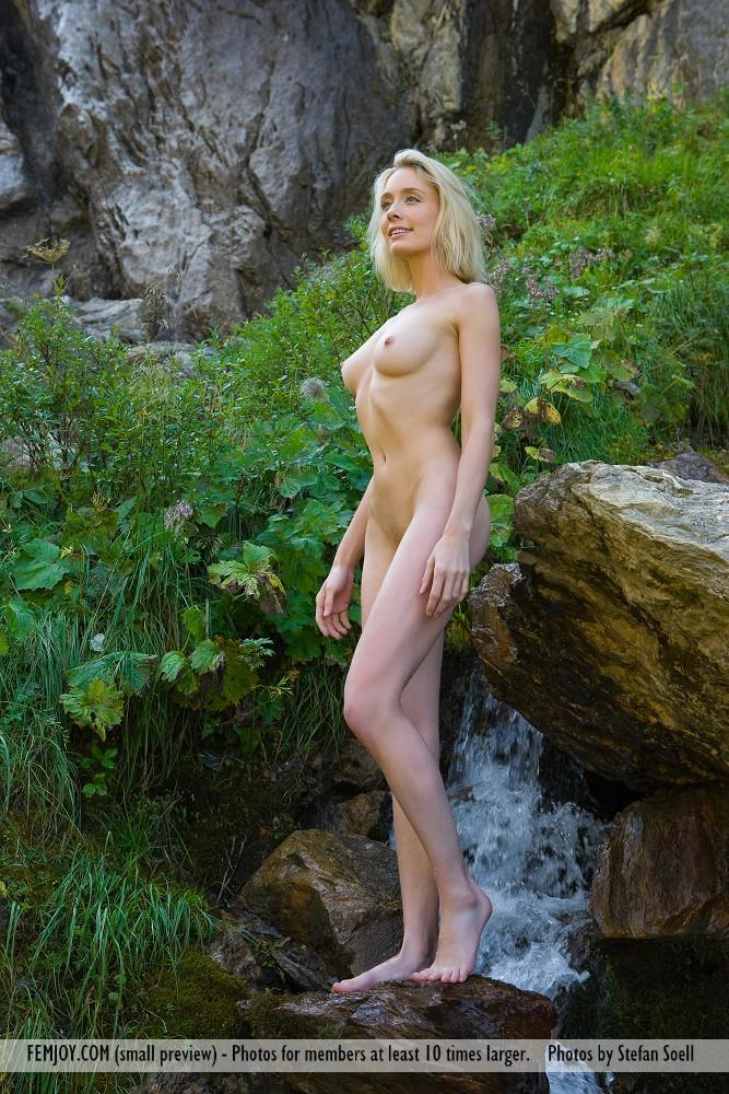 Zdjęcie porno - 051 - Naga laska w górach