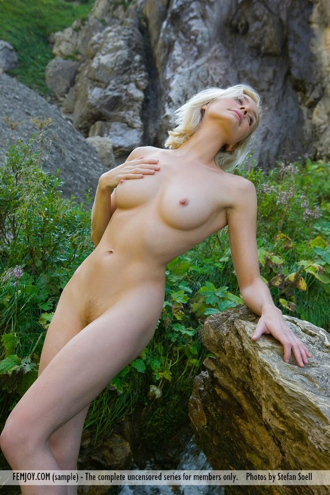 Zdjęcie porno - 061 - Naga laska w górach