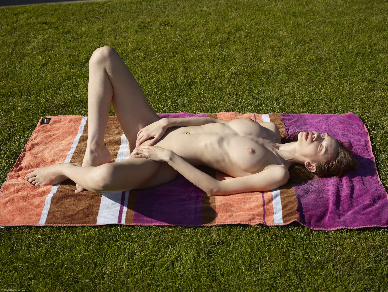 Zdjęcie porno - 0717 - Młoda z naturalnymi cycuszkami