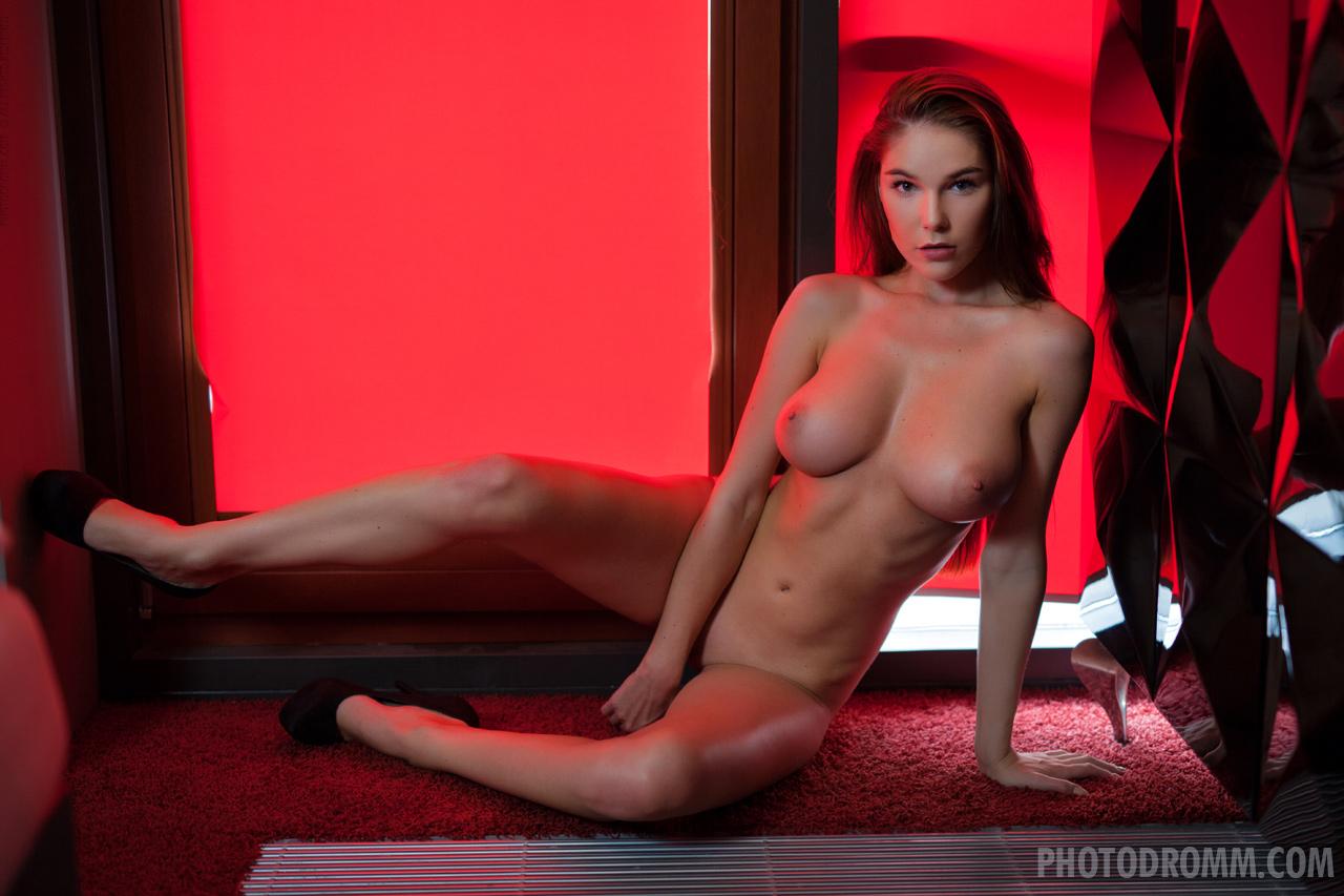 Zdjęcie porno - 084 - suczka zdejmuje stanik