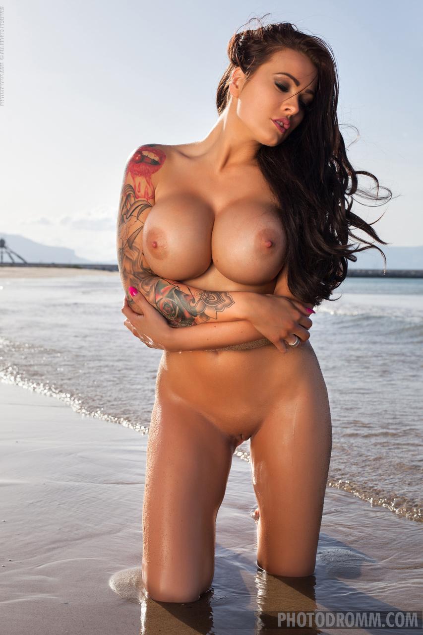 Zdjęcie porno - 1023 - Naga laseczka na plaży