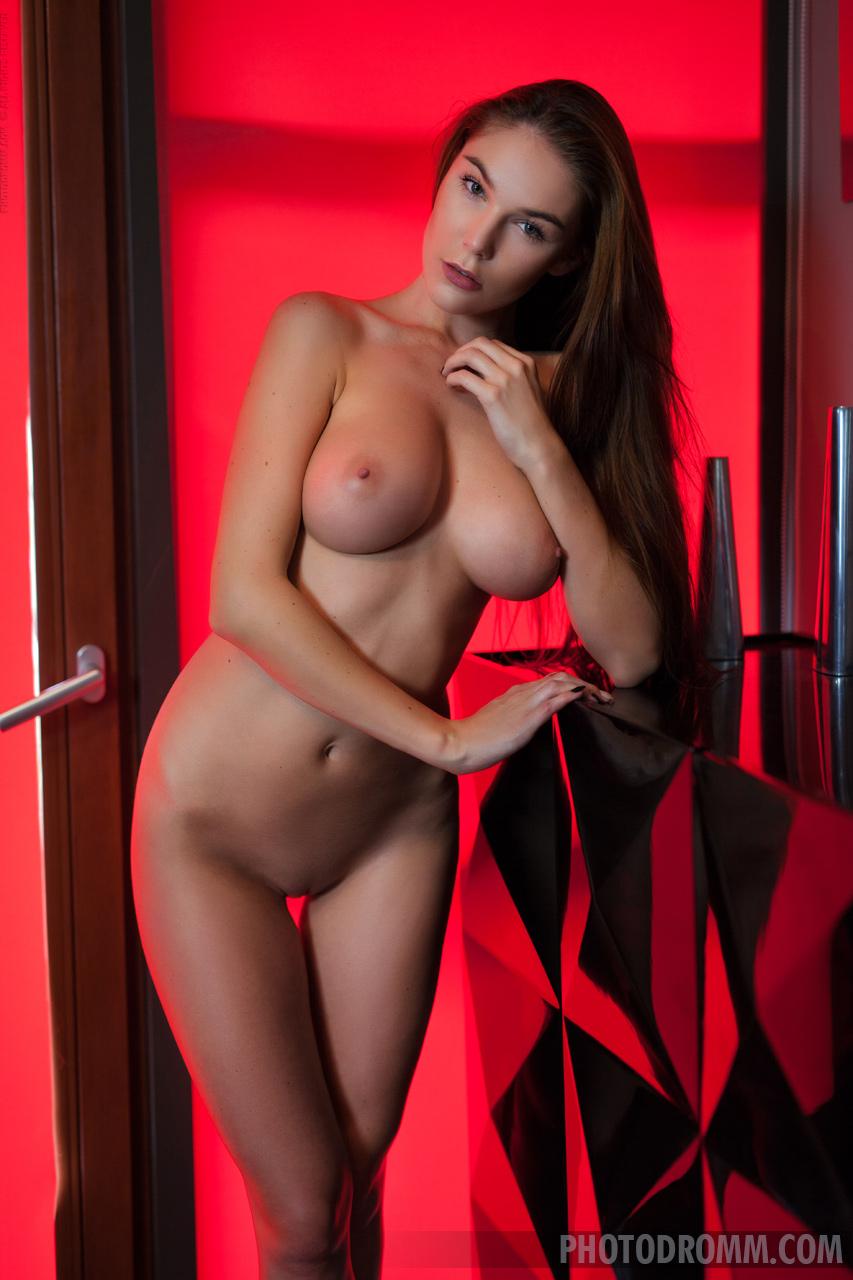 Zdjęcie porno - 104 - suczka zdejmuje stanik