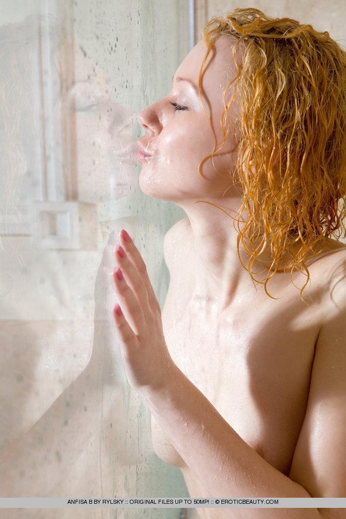 Zdjęcie porno - 065 - Mokre włosy zgrabnej ślicznotki