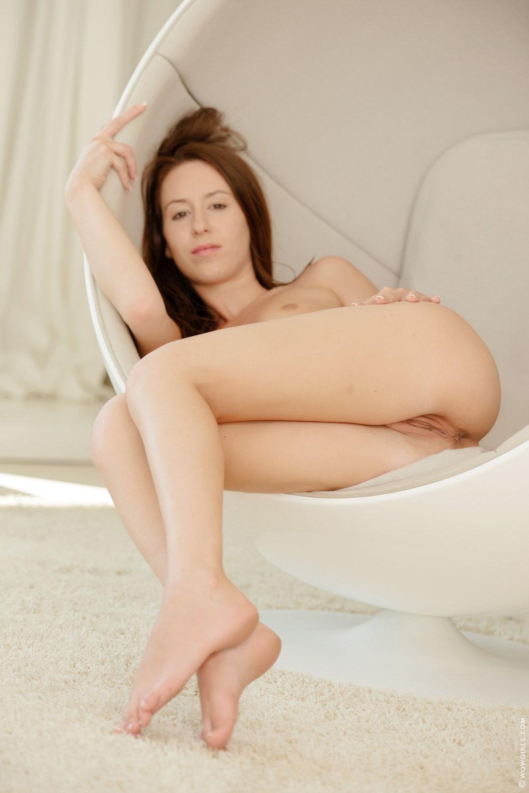 Zdjęcie porno - 1023 - Laska zdejmuje majtki