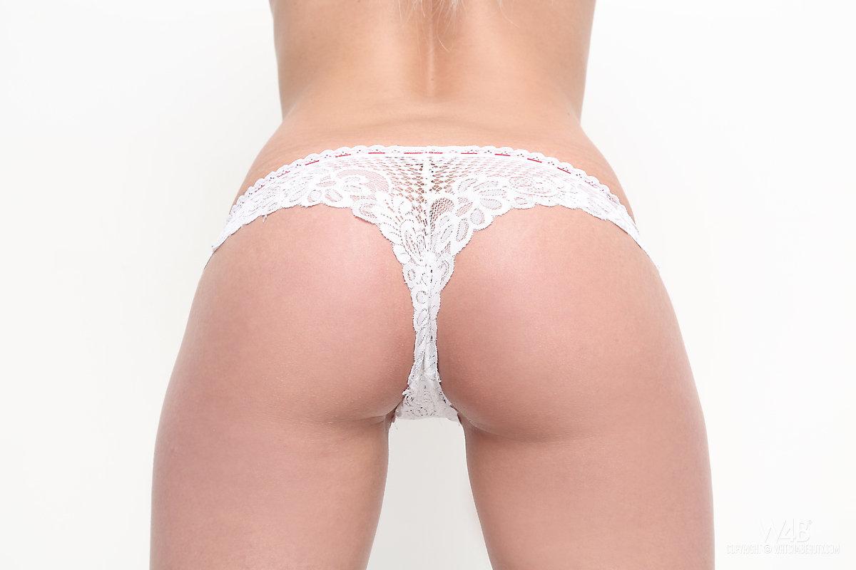 Zdjęcie porno - 1210 - Striptiz w wykonaniu blondynki