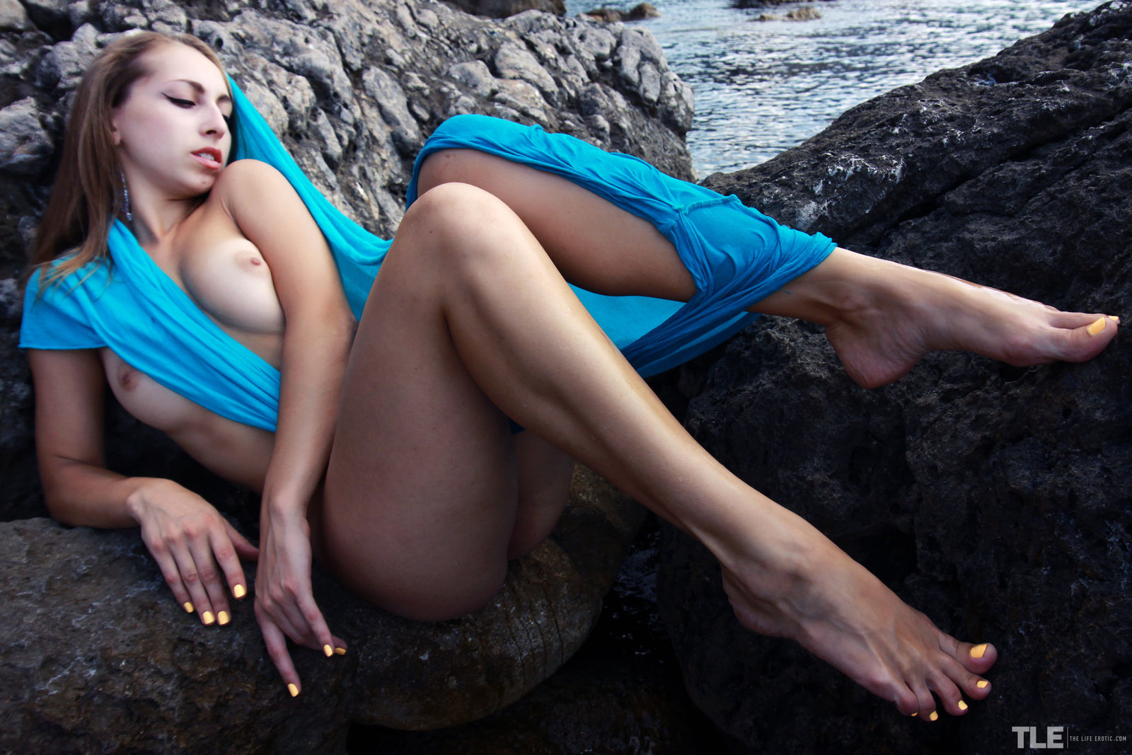 Zdjęcie porno - 048 - Ślicznotka z niewielkimi piersiami