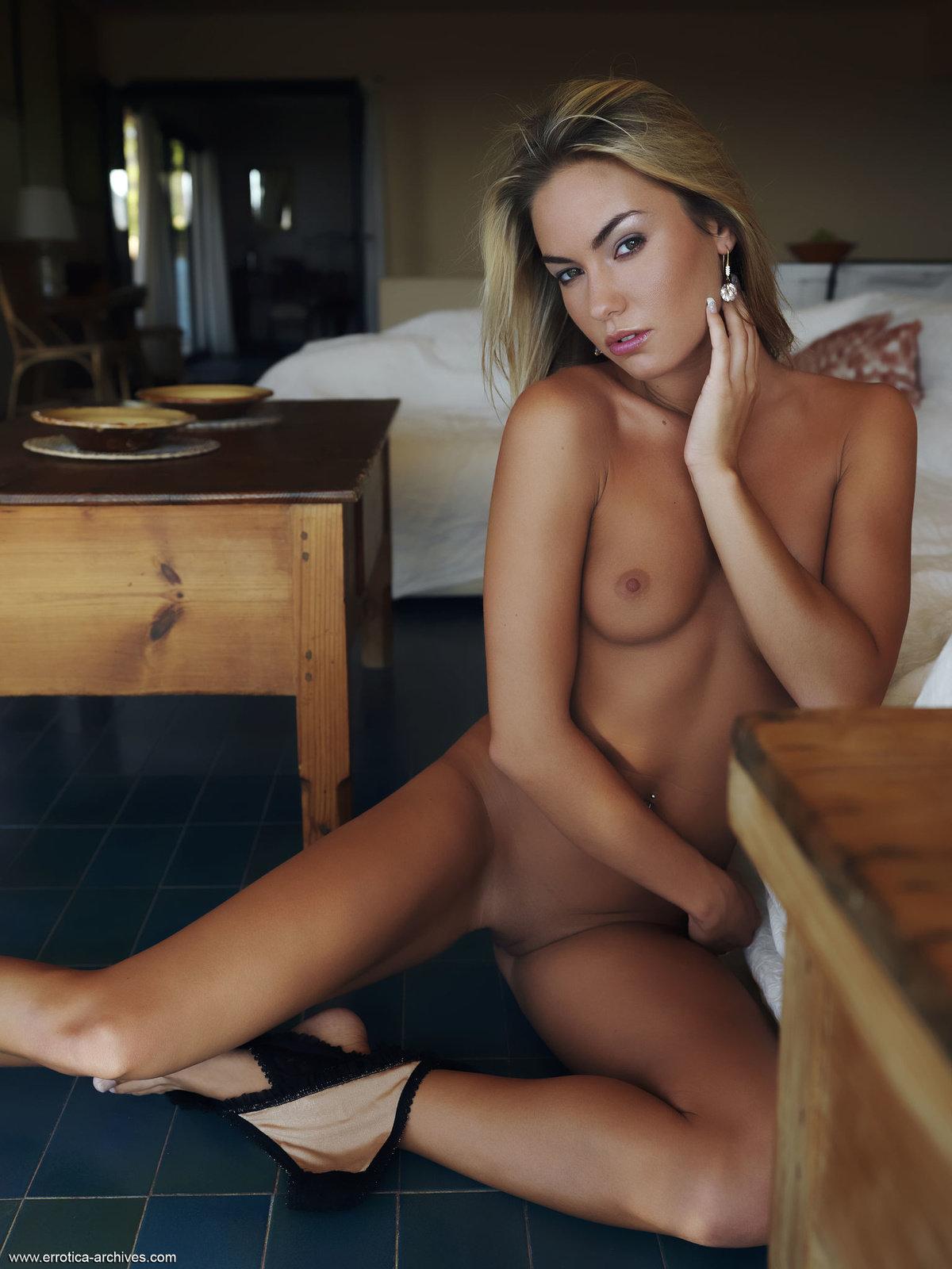 Zdjęcie porno - 0511 - Naga blondi w apartamencie