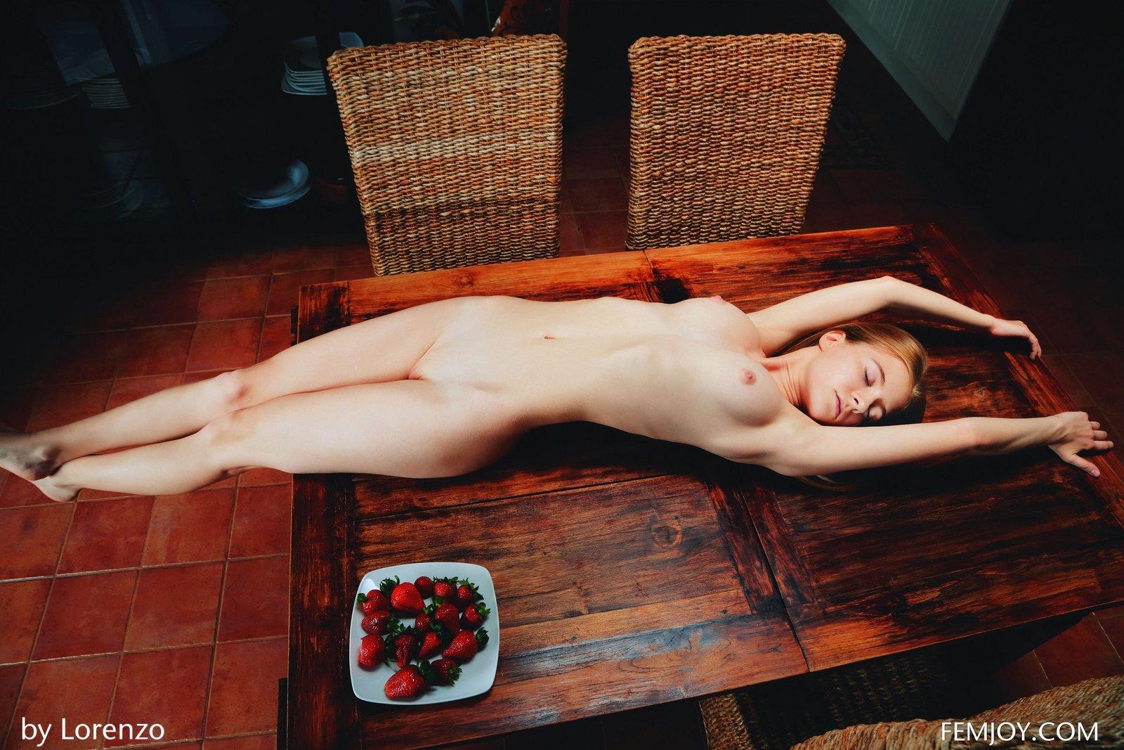 Zdjęcie porno - 0619 - Różowe otworki młodej laski