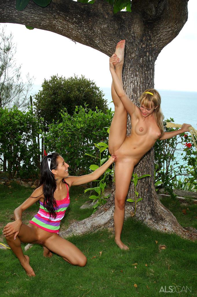 Zdjęcie porno - 0915 - Laski ze zgrabnymi pośladkami