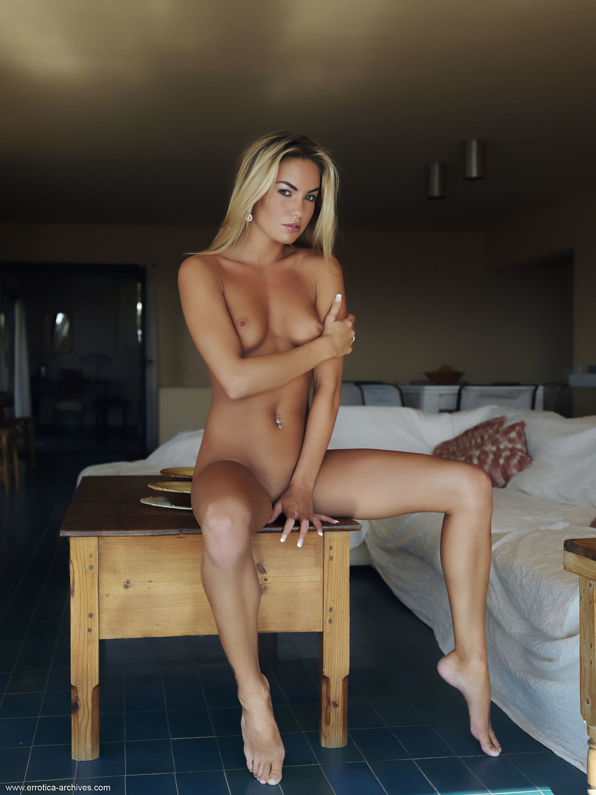 Zdjęcie porno - 1020 - Naga blondi w apartamencie