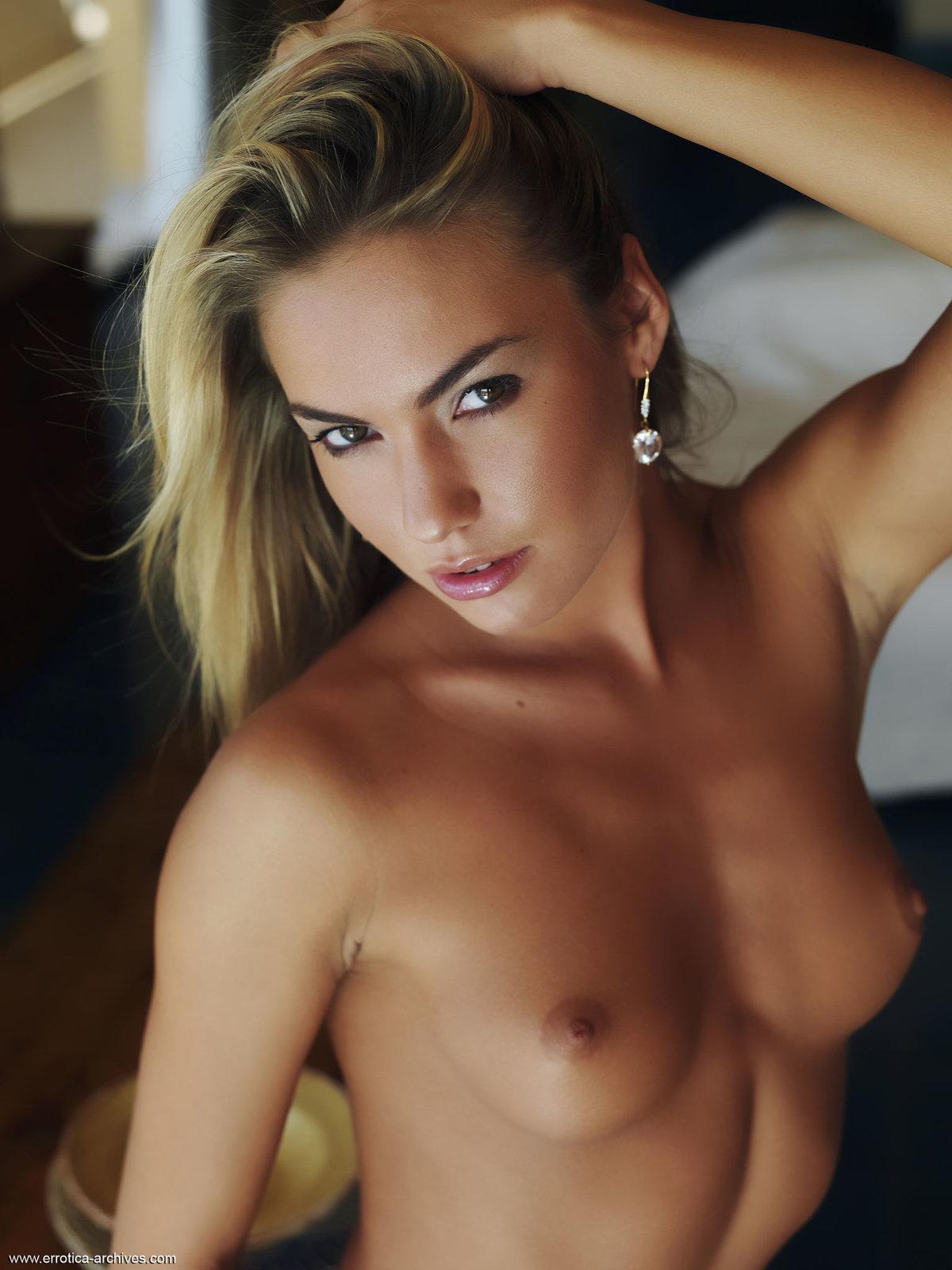 Zdjęcie porno - 1117 - Naga blondi w apartamencie