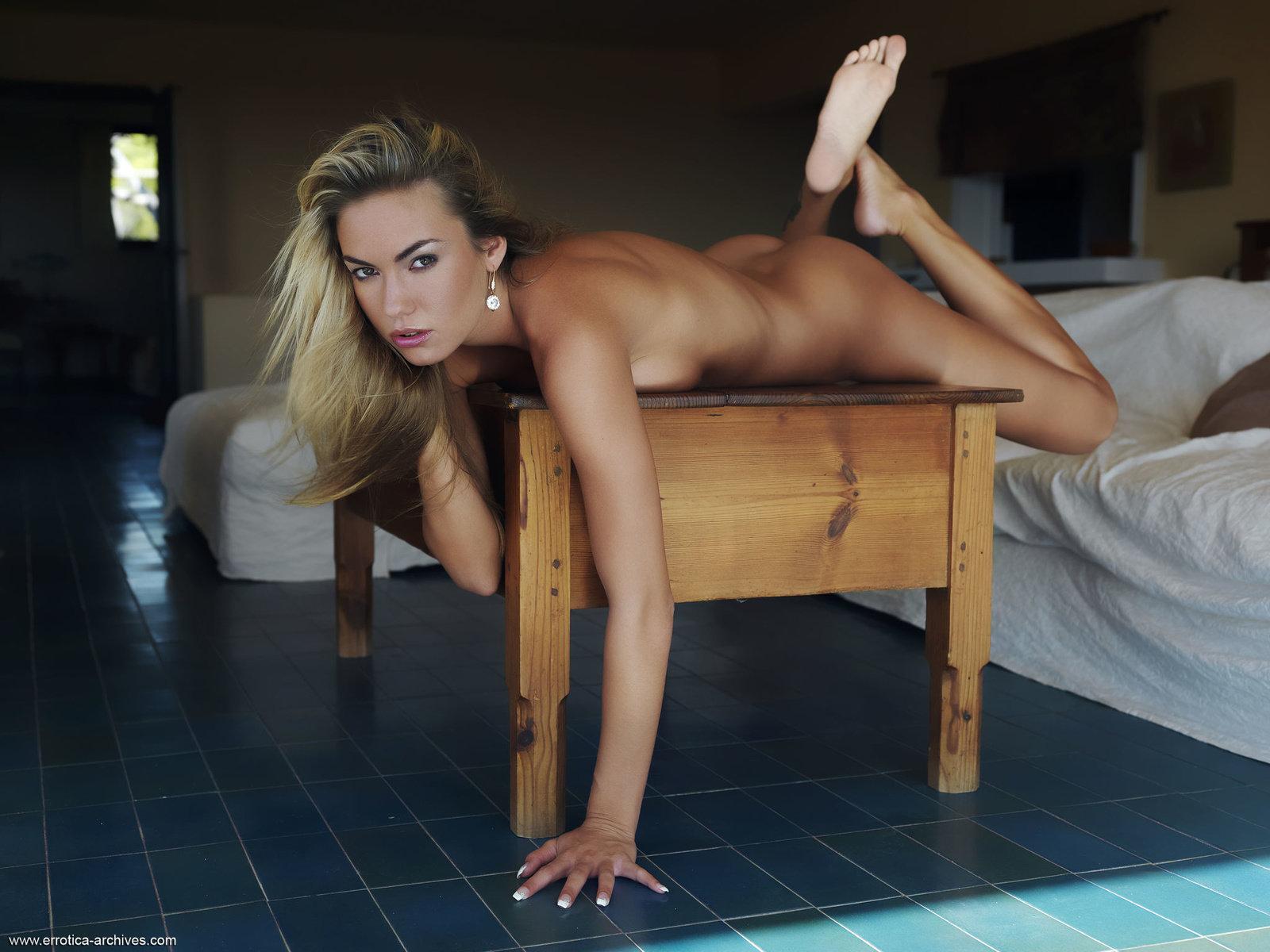 Zdjęcie porno - 1213 - Naga blondi w apartamencie